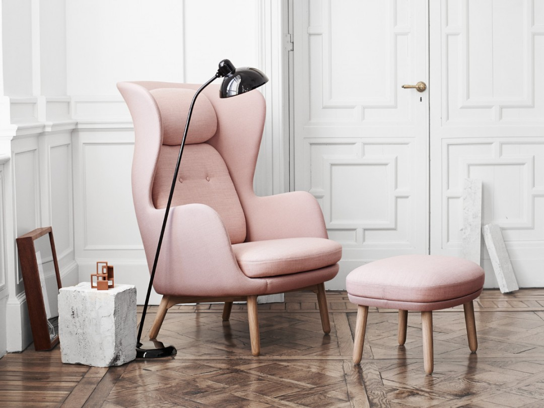Fritz-Hansen-Ro-Easy-Chair-Wooden-Base-in-light-pink